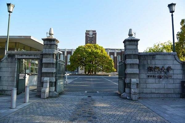 Đại học Kyoto là trường đại học lâu đời thứ hai của Nhật (1897) có trụ sở chính đặt tại trung tâm thành phố Kyoto
