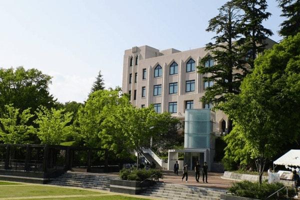Đại học Osaka được đánh giá là trung tâm đào tạo nổi tiếng về các chuyên ngành như luật, khoa học, công nghệ và y tế hàng đầu ở châu Á